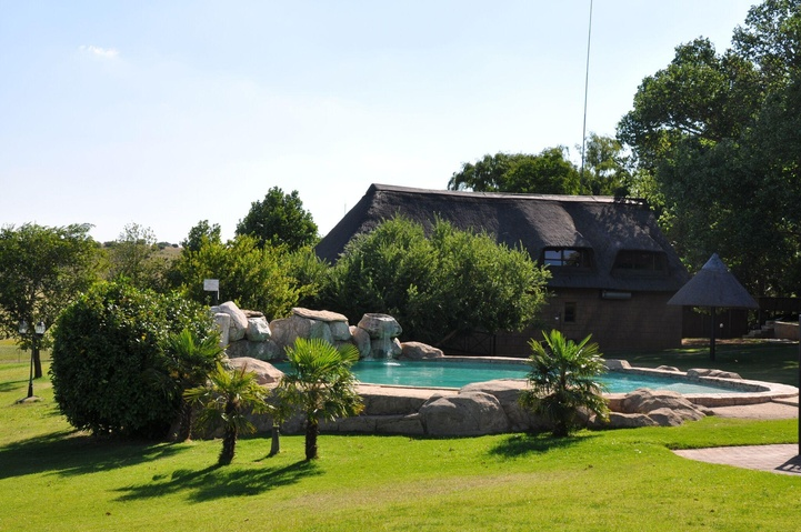 Family chalet and outdoor swimming pool #lekoalodge